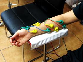 ④手指の障害、ばね指等細部の治療・はり治療様効果のあるSSP治療器。